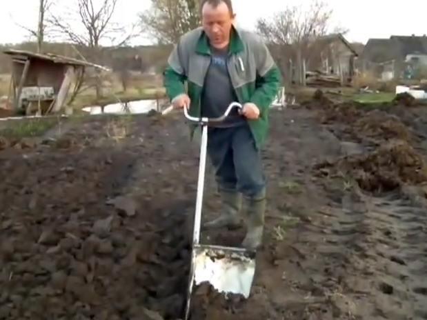 перекопка почвы, ручное приспособление, плоскорез фокина, лопата